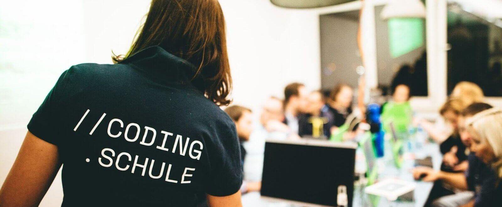 Kreativ durch die Krise: Codingschule live und online