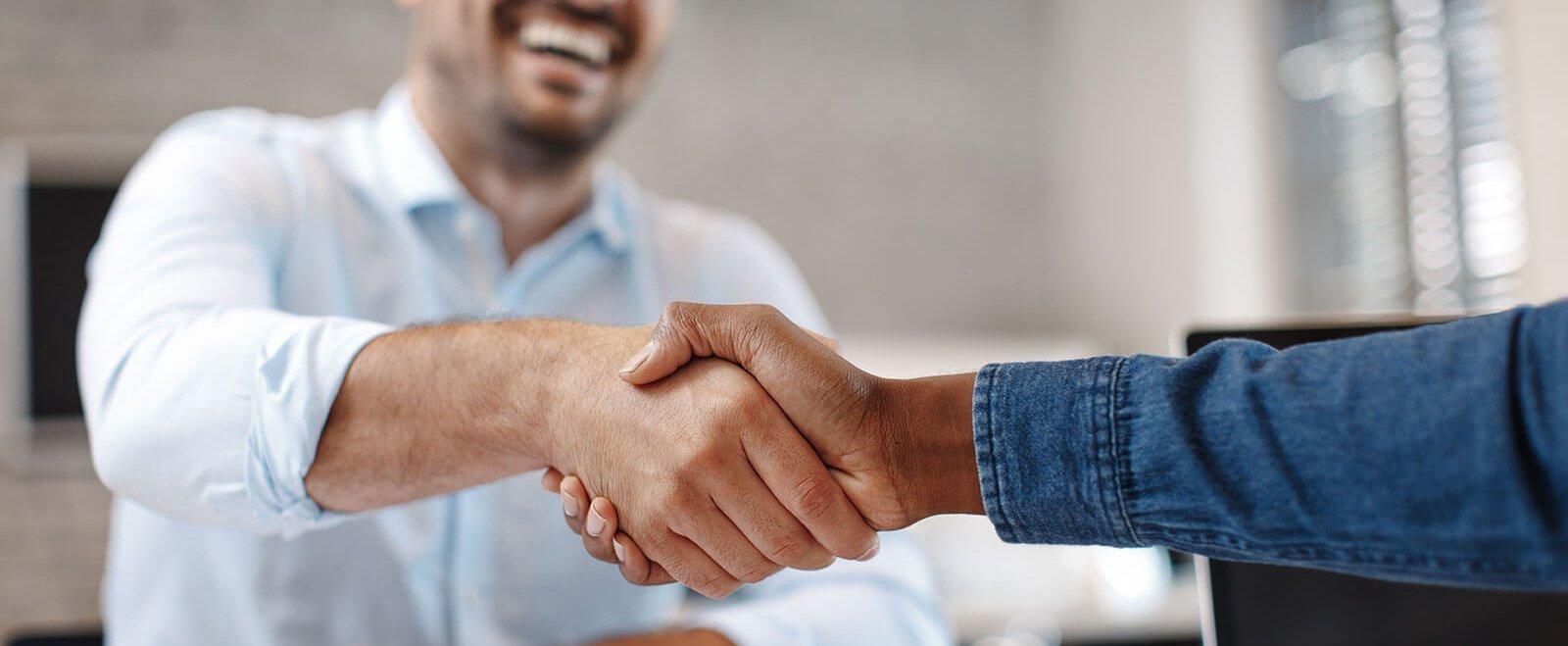 Existenzgründung kann auch heißen: Ein bestehendes Unternehmen als Nachfolger übernehmen.