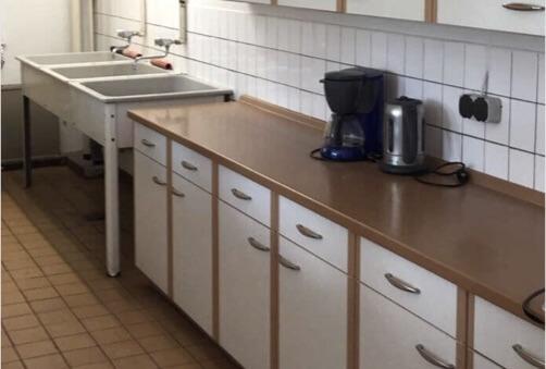 Die alte Küche der Grundschule Prieros wird in Kürze durch eine funkelnagelneue von lexoffice ersetzt