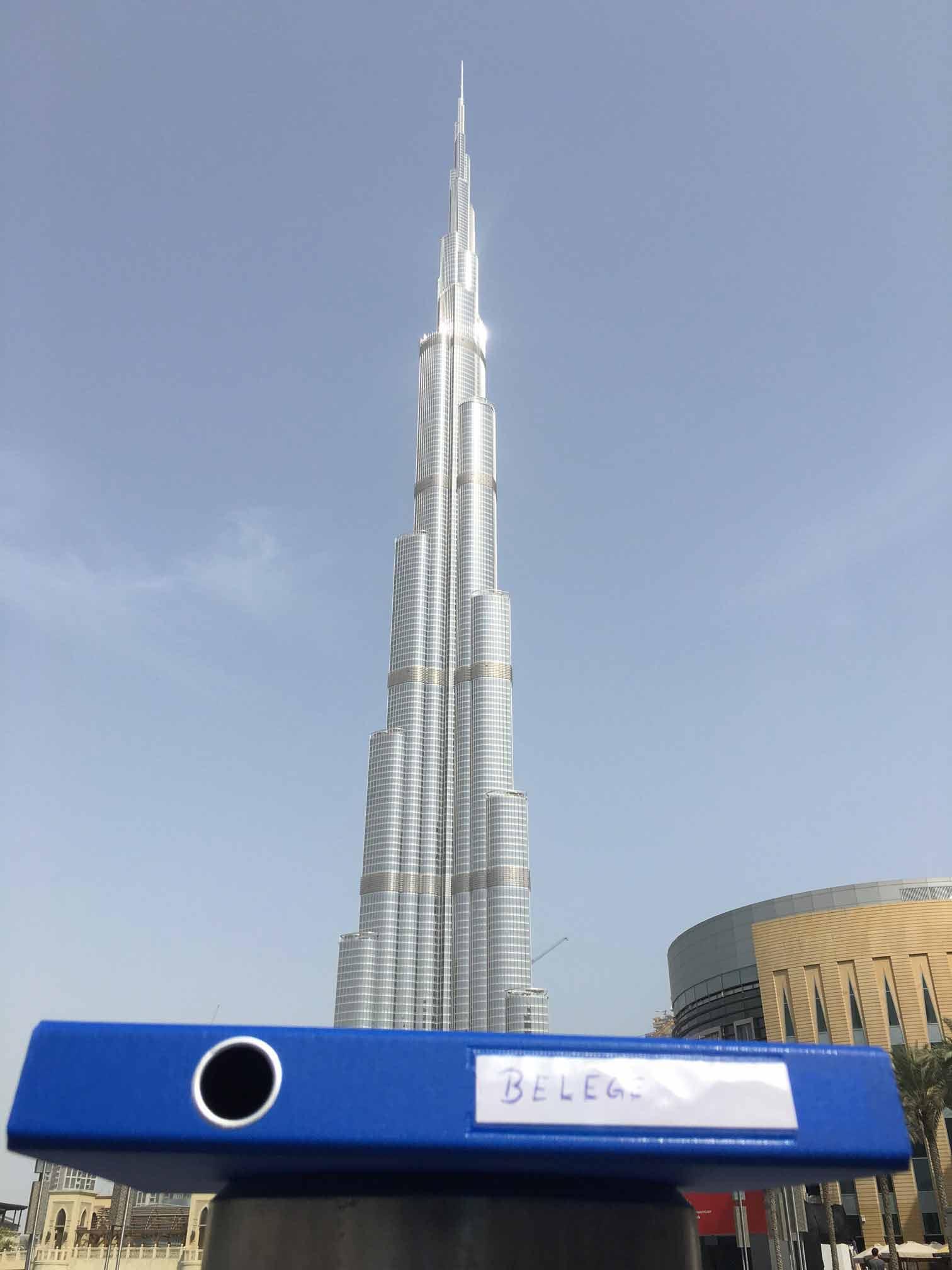 Pendelordner in Dubai am Burj Khalifa