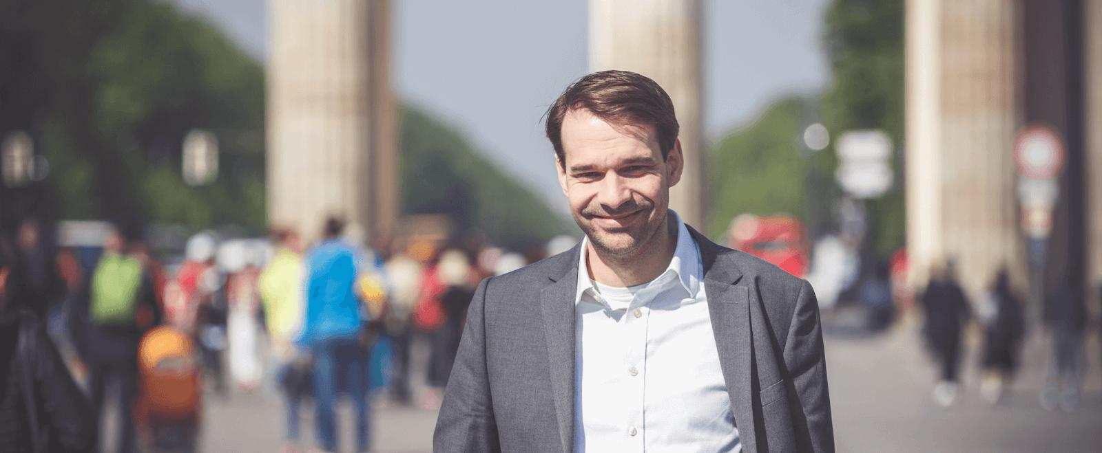 Sebastian Jabbusch ist Berater für politische Kommunikation